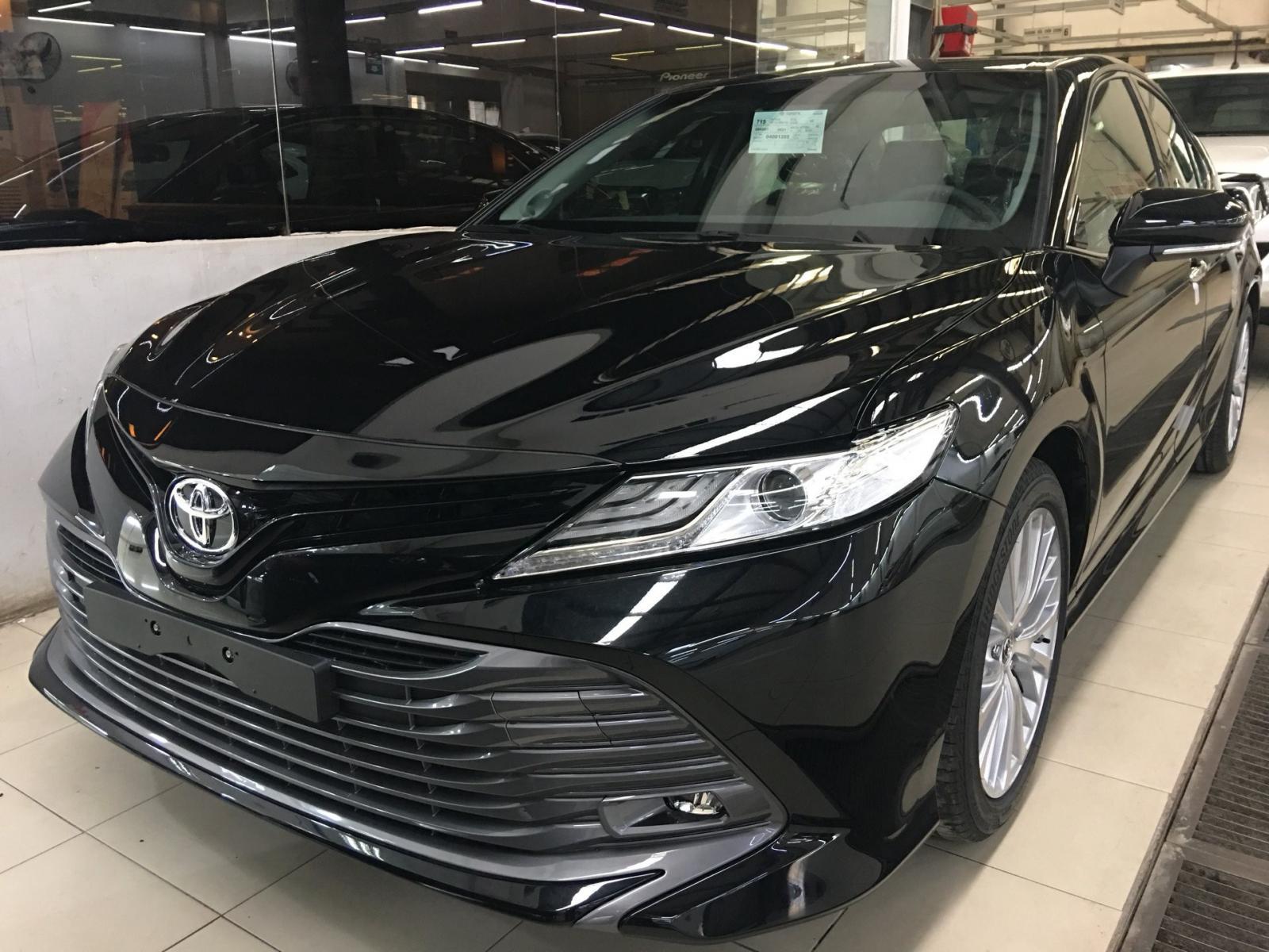 Hình ảnh xe Toyota Camry 2019 phiên bản màu đen