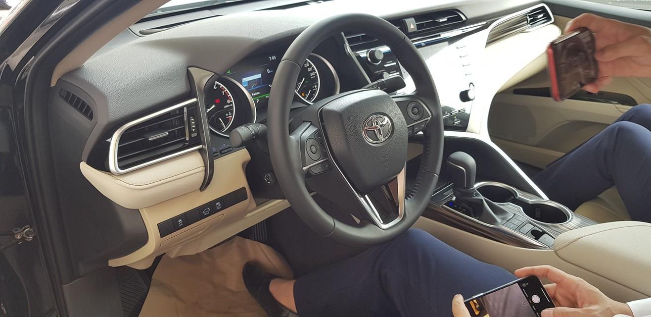 Hình ảnh bên trong nội thất xe Toyota Camry 2019