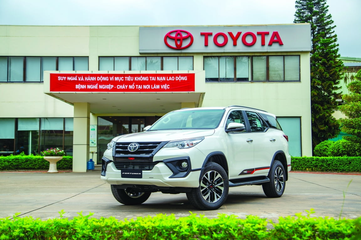 ngoai that toyota fortuner trd