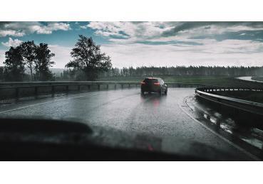 5 lưu ý cần nhớ khi lái xế hộp trong mùa mưa