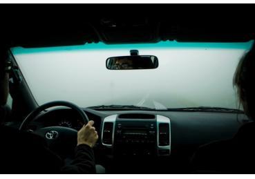 Lái xe hơi ngày giá rét, sương mù cần nhớ những điều sau