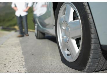 Lái xe ô tô trong tình trạng lốp non hơi – đừng đùa với tử thần